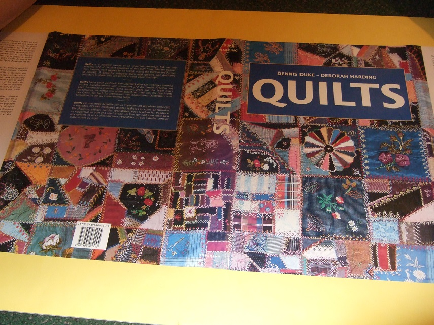 Image for QUILTS ( Text is in English, German; French )(inc. Art of the Amish; Hawaiian Quilts; Crazy Memories; Baby, Crib & Doll; At Exhibition; Contemporary; a Collector's Primer; America's Folklore, etc)(History; Glossary; Bibliography )
