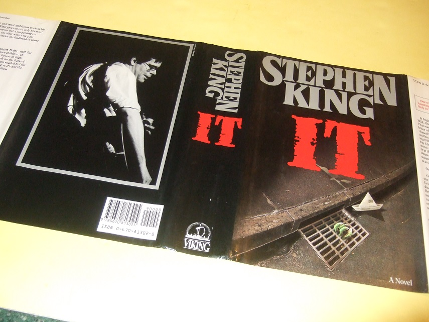 Image for IT by Stephen King ( Pennywise the Clown and Derry, Maine )( Canadian Edition -read about variant points in description below )